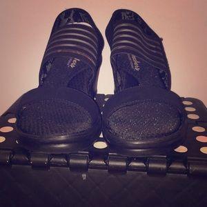 Black sketchers heels